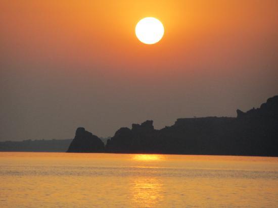 Gioma Taverna: Dragons head at sunset