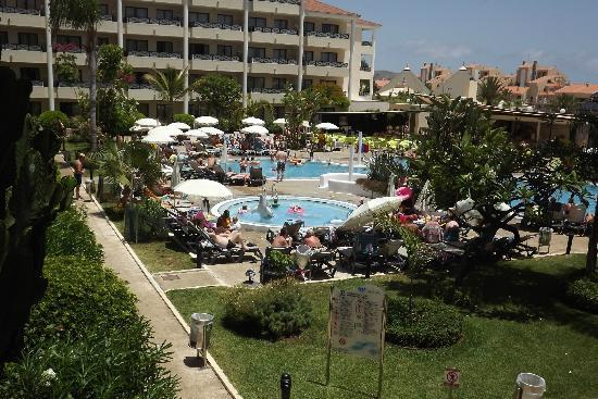 Aparthotel Parque de la Paz: view of pool from balcony