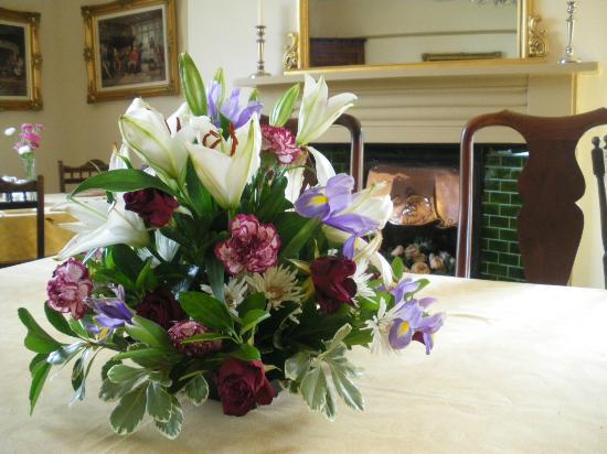 Pickmere Country Guest House : Table Flowers