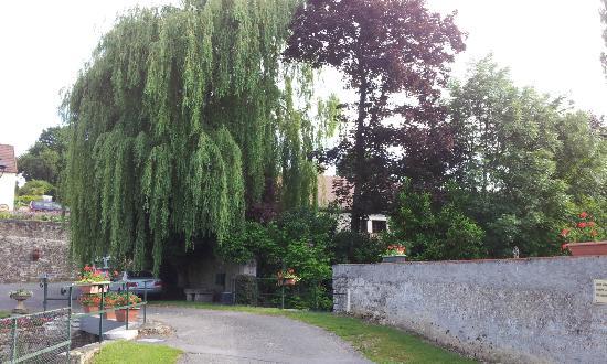 Relais Golf et Champagne: the village