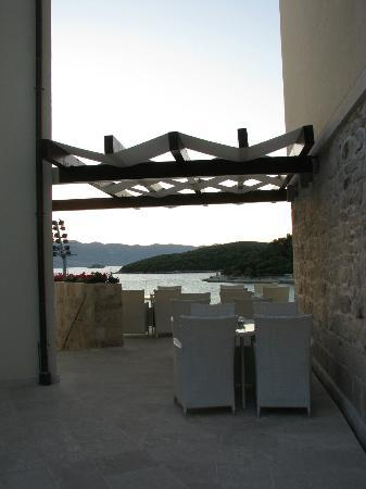 Hotel Korsal: outdoor dining area