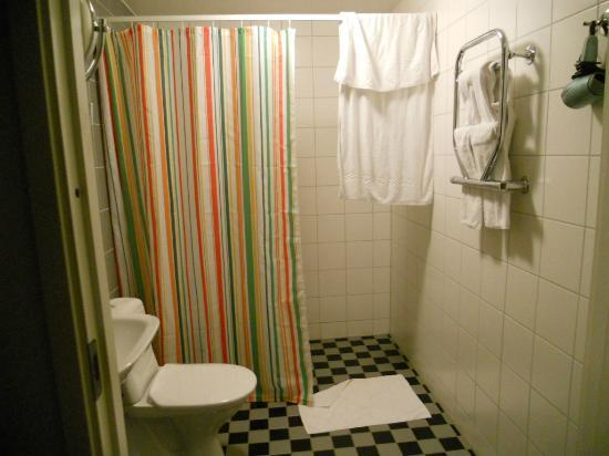Clarion Collection Hotel Odin: bathroom with heated towel bar and heated floors