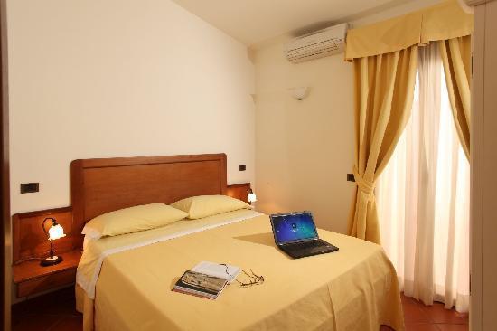 Camera Da Letto Giallo : Colori ideali per camere da letto piccole