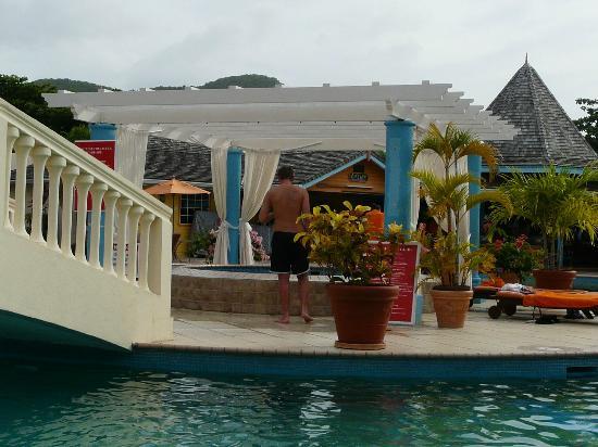 Bay Gardens Inn : PISCINE