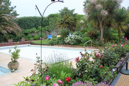 Aigue Marine Hotel : the hotel's garden