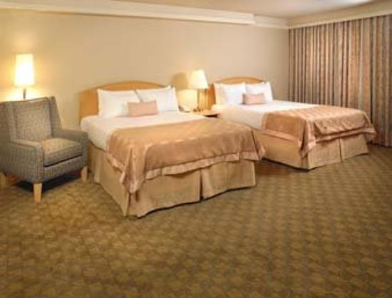 Edmonton Inn and Conference Centre : Guest Room With 2 Beds