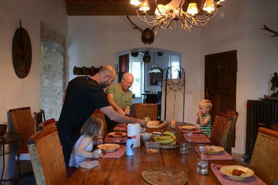 Domaine Du Manoir: dining