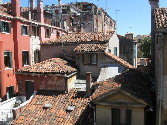 Hotel Minerva & Nettuno: View from window