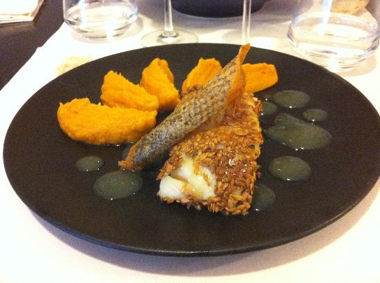 Le 82 Restaurant: Dos de Cabillaud pané au sésame, purée de patates douces