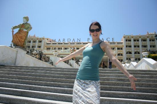 โรงแรมมาร์เดนพาเลซ: Vorderseite Mardan Palace