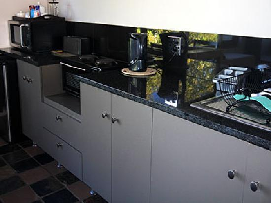Hillview Self-Catering Apartments: kitchen