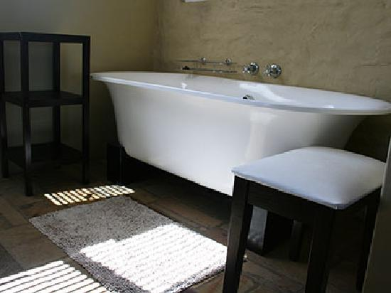 Hillview Self-Catering Apartments: bathroom