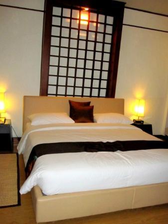 Bangkok Natural Spa & Resort: spacious bed
