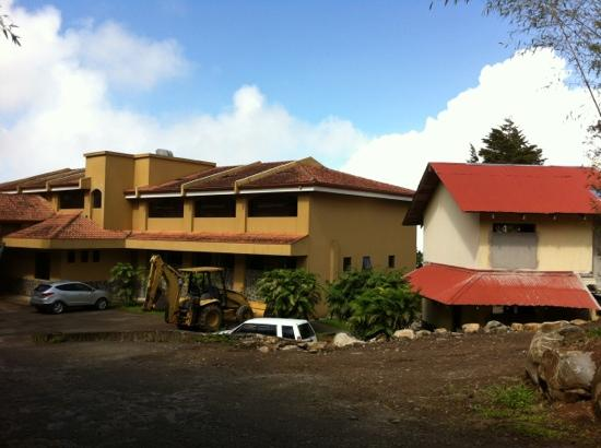 Hotel Montana Monteverde: Still renovating... okay place but probably can find better for price.