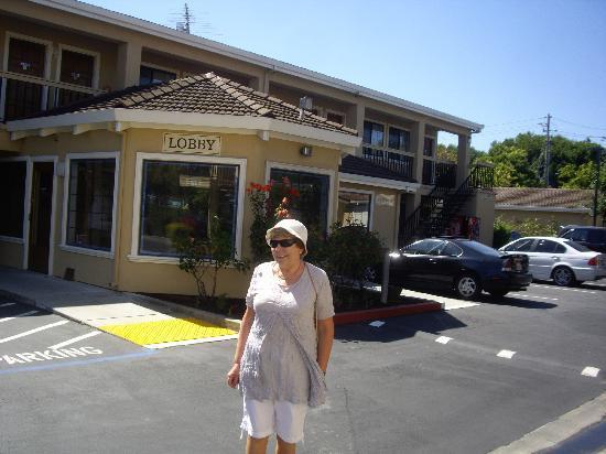 Ramada Mountain View : Carmel outside Lobby of Ramada