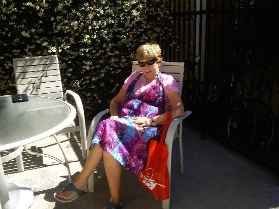 Ramada Mountain View : Carmel enjoys the pool area of the Ramada