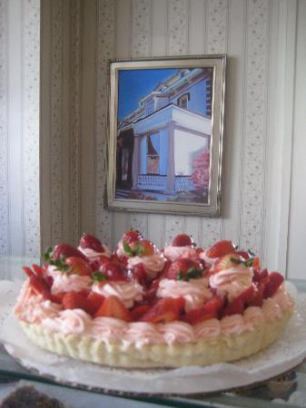 Cafe: Strawberry Creme Cheese Tart