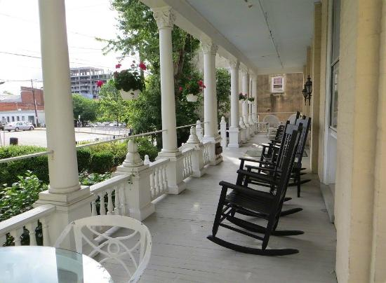 200 South Street Inn: South Street porch