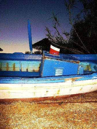 Surfing Beach Village: παλιό καράβι