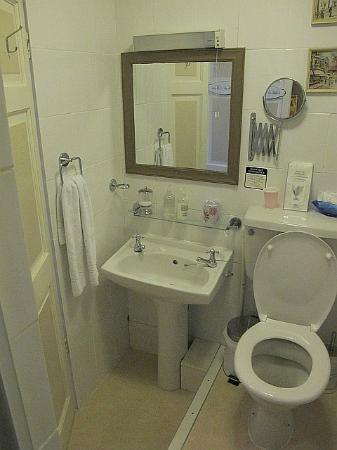 Castlebank Hotel: bathroom