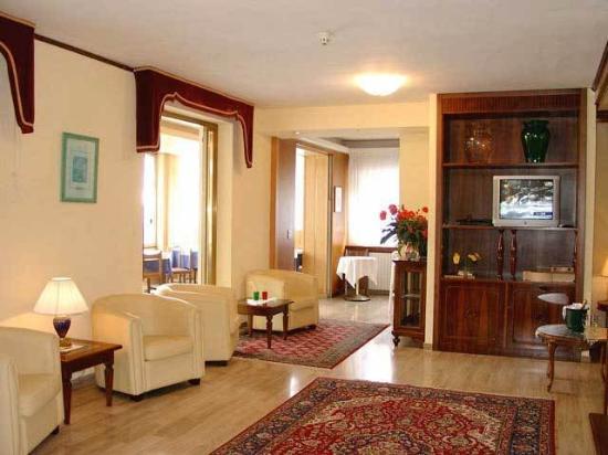 Hotel Touring: Interior
