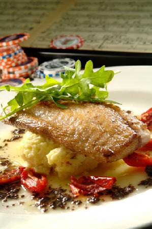 Frankie Bones Restaurant and Lounge: Fresh Fish!