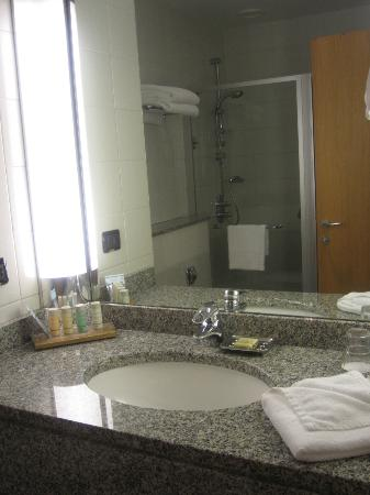 Radisson Blu Hotel, Kyiv: Bathroom