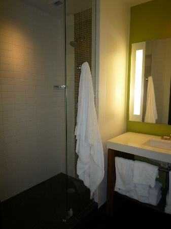 Hotel Sorella CITYCENTRE: Clean bathroom