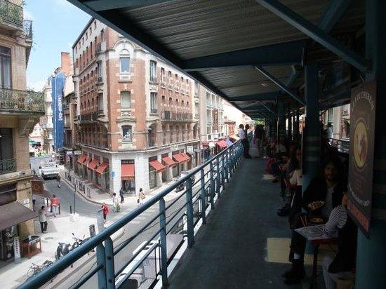 Le Louchebem: Terrace over the Victor Hugo market