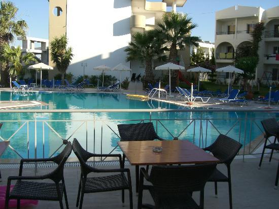 Sea Melody Hotel-Apartments: Pool området, tidligt om morgenen