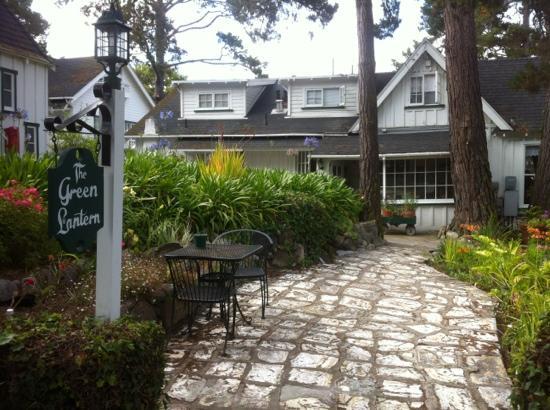 Carmel Green Lantern Inn: enchanting little cottages