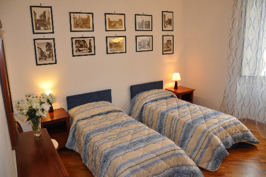 Sine Tempore Bed and Breakfast: camera con letti gemelli