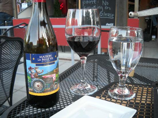 Le Rouge Restaurant: Le Rouge and a local wine