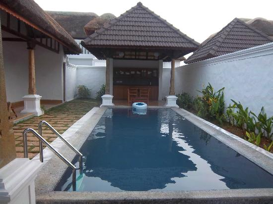 Presidential pool villa picture of le pondy pondicherry tripadvisor for Hotels with swimming pool in pondicherry