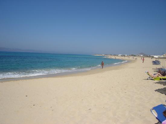 Acti Plaka Apartments: Beach right view