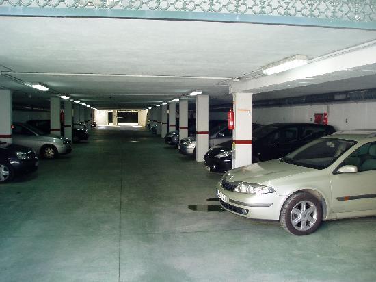 Hotel Troncoso: Garaje