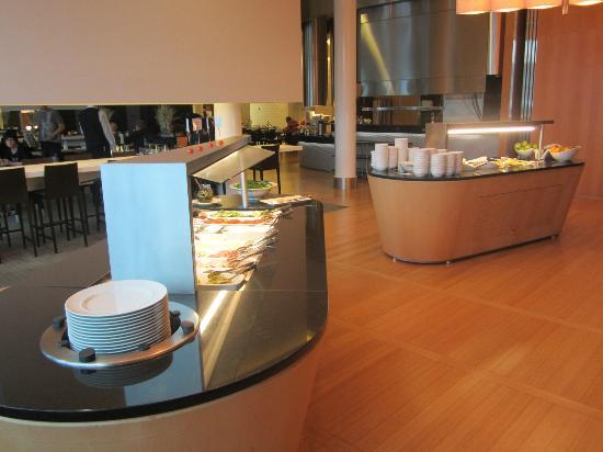 Hilton Helsinki Airport: Breakfast Spread