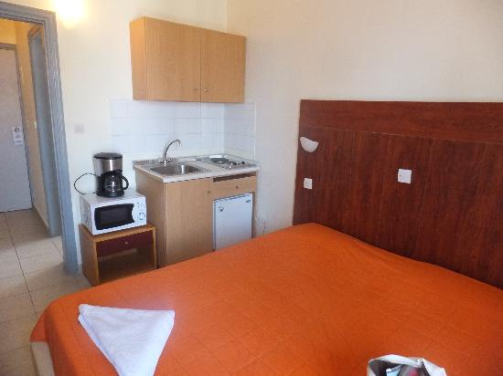 Achillion Hotel: キッチン付きの部屋