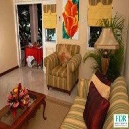 Franklyn D Resort & Spa: LIVING ROOM AREA
