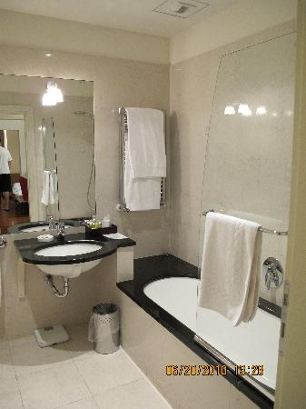 Residence Hilda: The bathrooms were modern and spacious