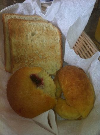 Sunbay Hotel: Breakfast is served