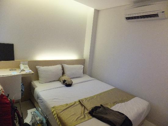 Green Peace Hotel: ダブルベッド