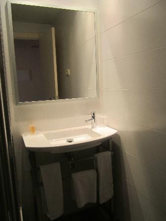 Residencia Erasmus Gracia: Bathroom