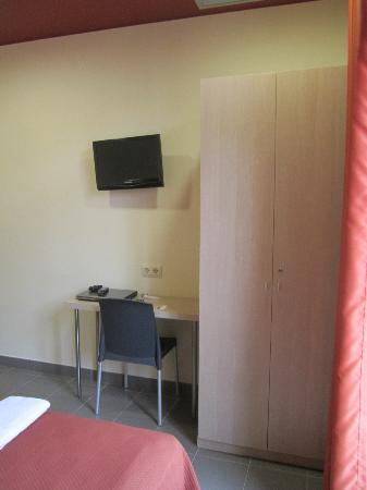 Residencia Erasmus Gracia: Room - TV