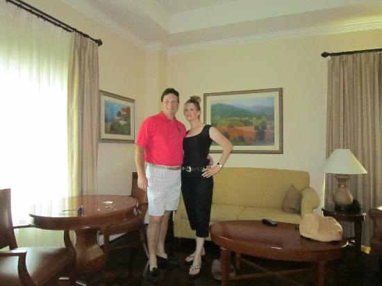 The George Washington a Wyndham Grand Hotel: Our living room - double doors into bedroom very nice
