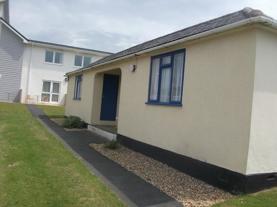 Unison Croyde Bay Holiday Resort: Outside chalet, we shared this two in one