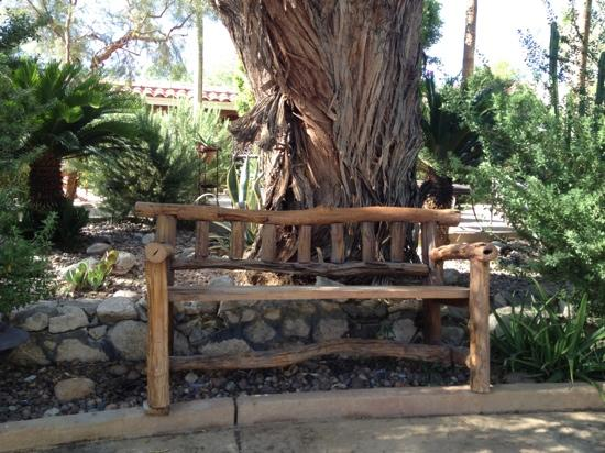 Hacienda Hot Springs Inn: one of many seating options