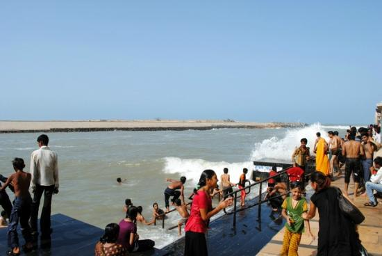 Gomti Ghat: The canal is lined with stairs for bathers