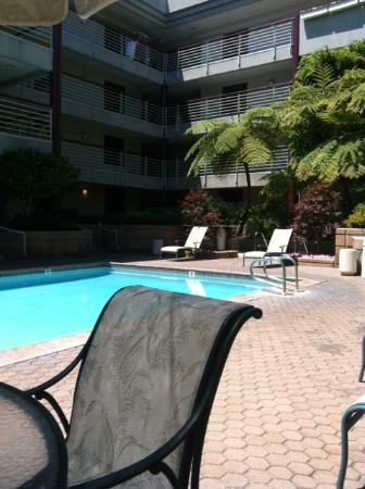 Cupertino Inn: Beautiful pool area