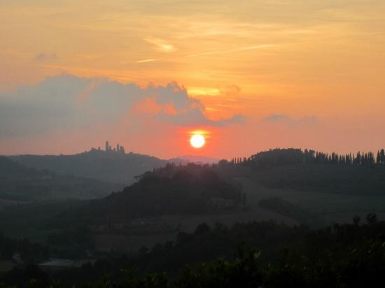 Country House Croce di Bibbiano: Amazing sunset from Croce Di Bibbiano overlooking San Gimigniano